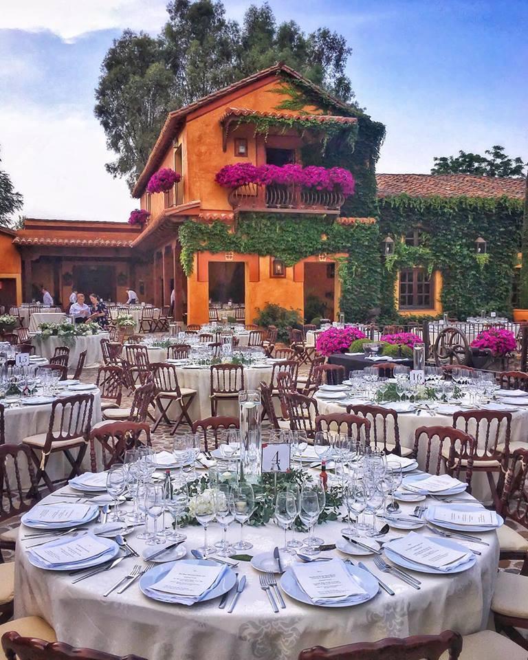 protocolo en la mesa en bodas