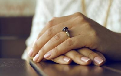 Colores de uñas para novias en otoño